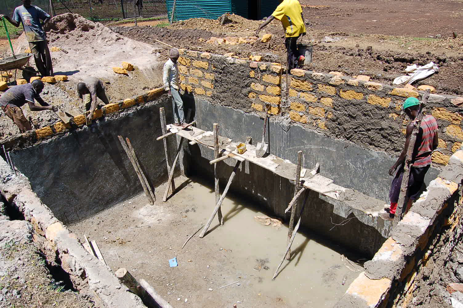 construction-of-a-big-underground-rainwater-tank-